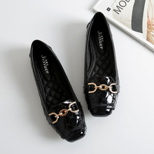 Spring New Fashion Women Flat Shoes Patent Leather Casual Metal Buckle Square Toe Boat Shoes for Office Ladies Zapatos Mujer