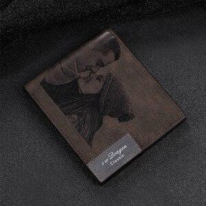 Image 2 - Zdjęcie na zamówienie portfel ze skóry PU męska Bifold niestandardowy napis zdjęcie grawerowane portfel prezenty na święto dziękczynienia dla niego portfel niestandardowy