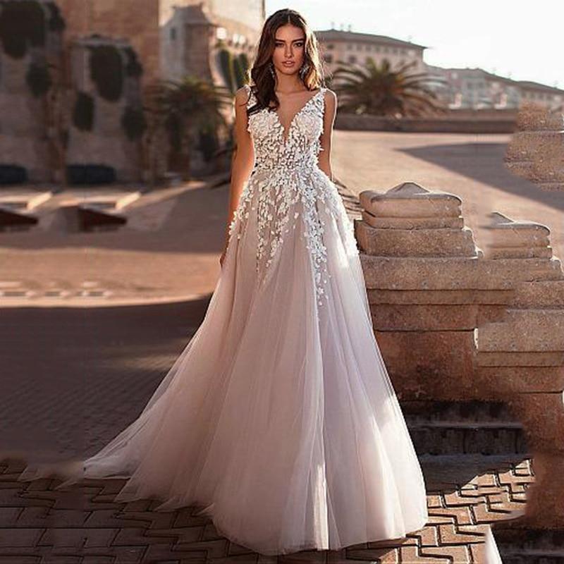 Fantastic Tulle V-neck Neckline A-line Wedding Dresses With Lace Appliques 3D Flowers Long Wedding Gown Bridal Dresses
