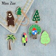 Bosque aventura esmalte Pins oso Pino árbol insignias árbol casa broche personalizado bolsa ropa solapa Pin Animal planta joyería