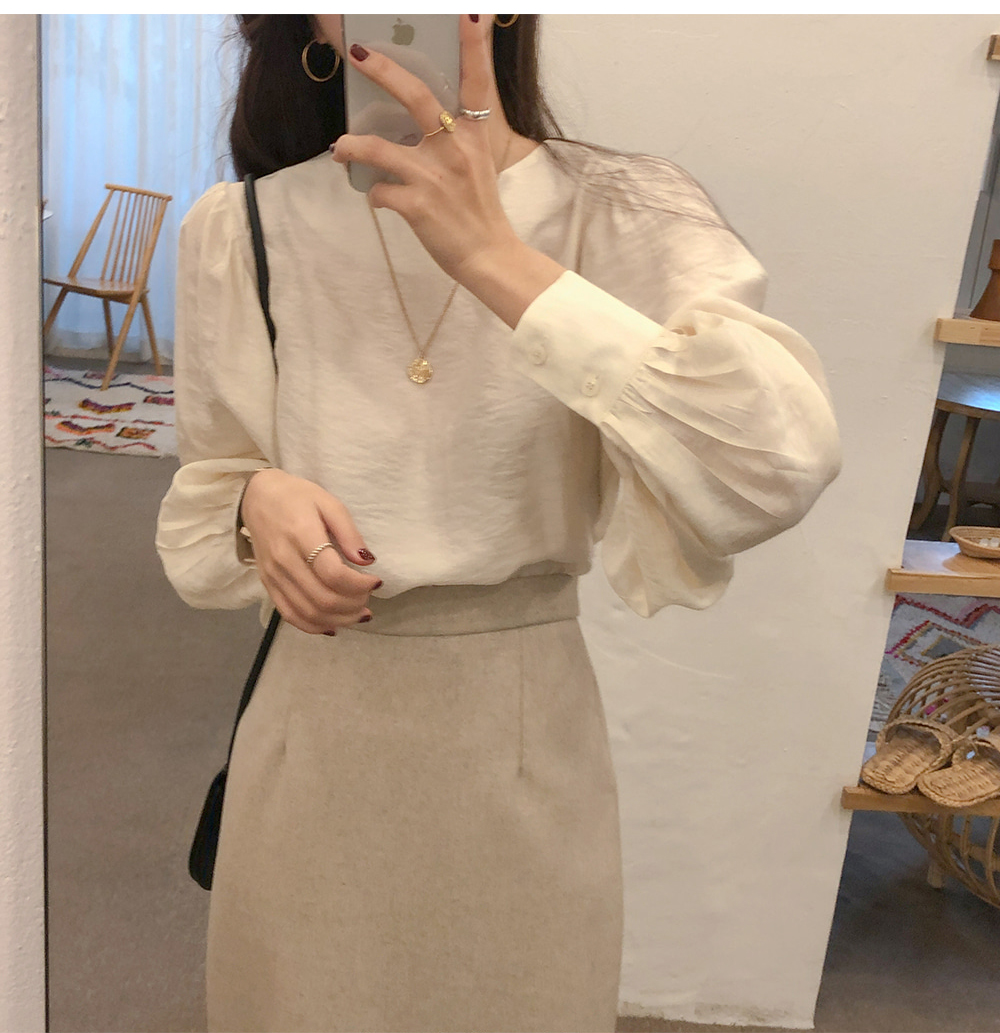 Hcf7a8b1418c94378a384bba0be5973d7c - Spring / Autumn O-Neck Long Puff Sleeves Two-Button Cuffs Loose Solid Blouse