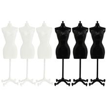 6 sztuk Mini Model manekina stojak wystawowy plastikowa odzież dla lalek stojak wystawowy haczyki stojak na ubrania Model pokazujący półkę