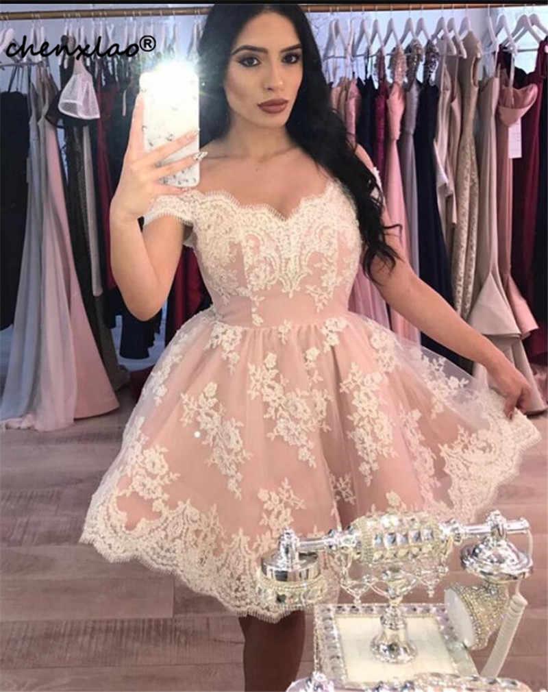 2019 Listagem do Novo Regresso A Casa Vestido Curto Com Decote Em V Tule E Renda Vestidos Homecoming Fora Do Ombro Vestidos de Festa Curtos