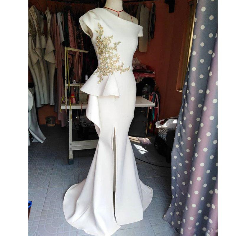 2019 Sexy One Shoulder Side Split Prom Dresses Gold Appliques With Beaded Evening Gown Satin Sweep Train Party Prom Dress Wears
