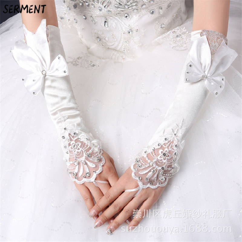 Купить с кэшбэком Short Wedding Gloves Fingerless Bridal Gloves for Women Bride Red Lace Gloves Luva De Noiva Wedding Accessorie