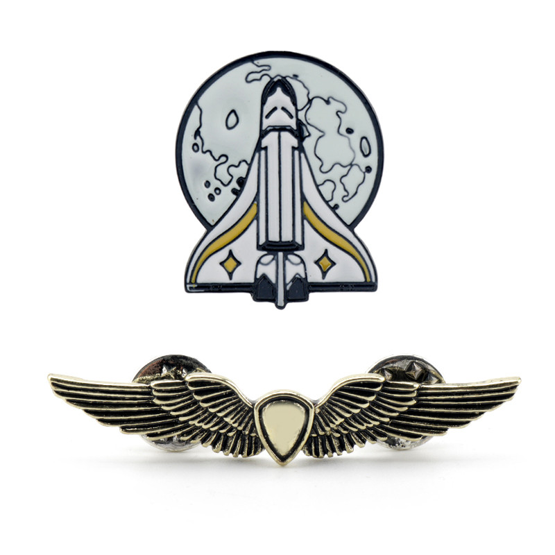 The Last Of Us Part 2 Brooch Ellie Backpack Pins Gold Shield Wings Rocket Spaceship Badge Brooches For Fans Game Jewelry Gift
