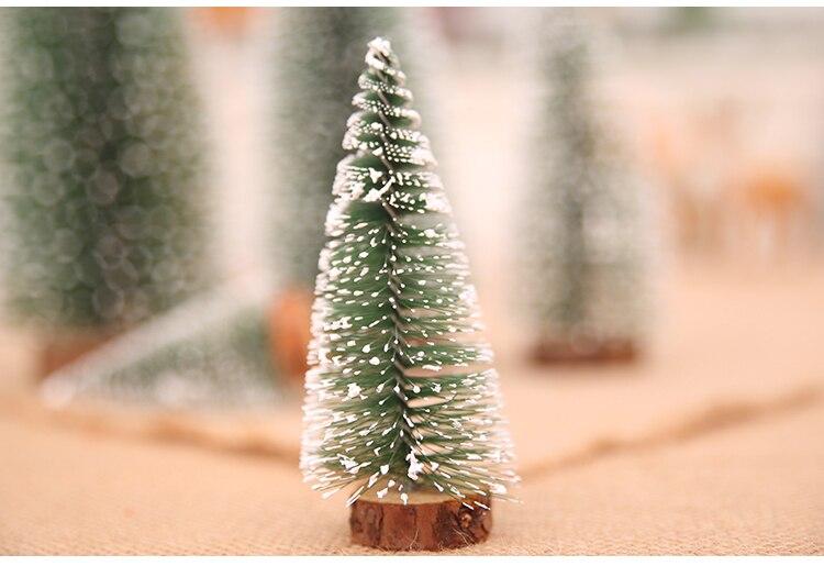 沾白雪松圣诞树_08