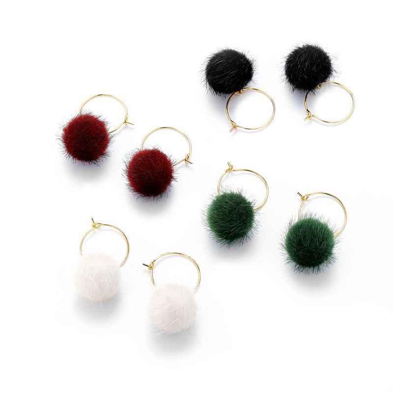 Di Modo della corea Design Minimalista di Colore Palla di Pelo Pompon Del Cerchio Orecchini Del Cerchio Delle Signore Del Partito di Vacanza Delle Donne Degli Orecchini Dei Monili Dell'orecchio ZC102