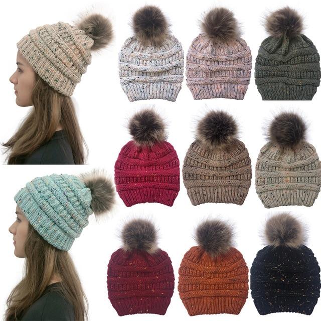 女性の冬ウォームビーニー帽子とかわいいフェイクファーポンポンボールニットキャップ Skullies 屋外カジュアルスキーキャップ