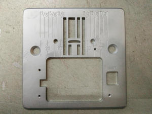 SINGER máquina placa aguja Q60D103004 gran calidad, especialmente para 4423,4432, 5511, Parte #416472401
