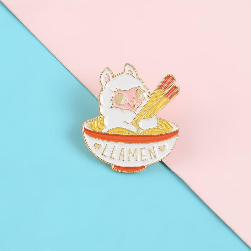 Śliczne mała owieczka szpilki w miska na makaron emalia metalowe kołki broszki kreskówki odznaki klapy szpilki do ubrań kobiety biżuteria prezenty dla dzieci