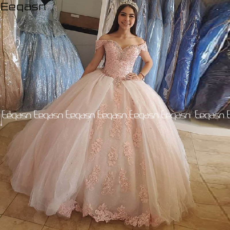 Eeqasn Puffy Sweet 16 Off Shoulder Ball Gowns Sixteen Beaded Crystal Light Pink Tulle Quinceanera Dress 2020 Prom Dress