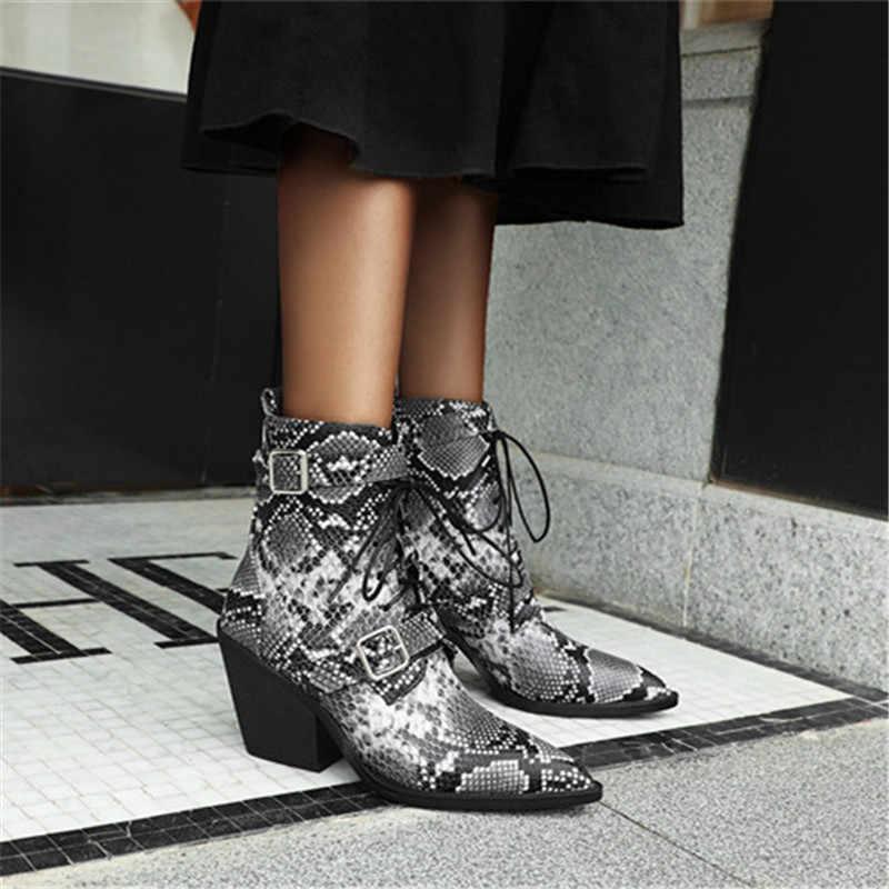 Odetina ผู้หญิง Block Chunky ส้นสูง SnakeSkin ข้อเท้ารองเท้าผู้หญิง Pointed Toe ฤดูใบไม้ร่วง Lace Up Buckle สายคล้อง Western Boots Elegant