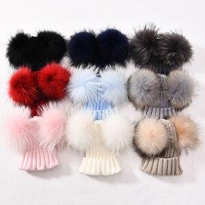 Image 5 - Zimowa czapka z dzianiny dla dzieci z dwoma futrzany pompon poms chłopiec dziewczyny futro naturalne piłka czapka czapki dla dzieci podwójne prawdziwe futrzany pompon czapka z pomponem dla dzieci