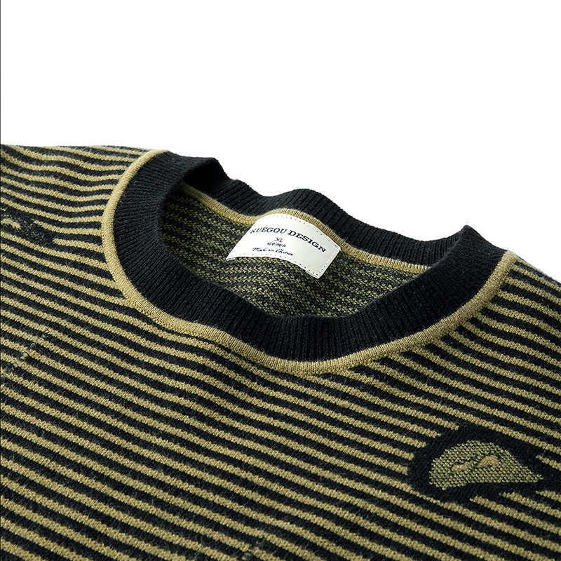 KUEGOU 가을 winte 남성용 스웨터 스트라이프 패치 장식 패션 스웨터 남성 풀오버 탑 플러스 사이즈 BZ-12508