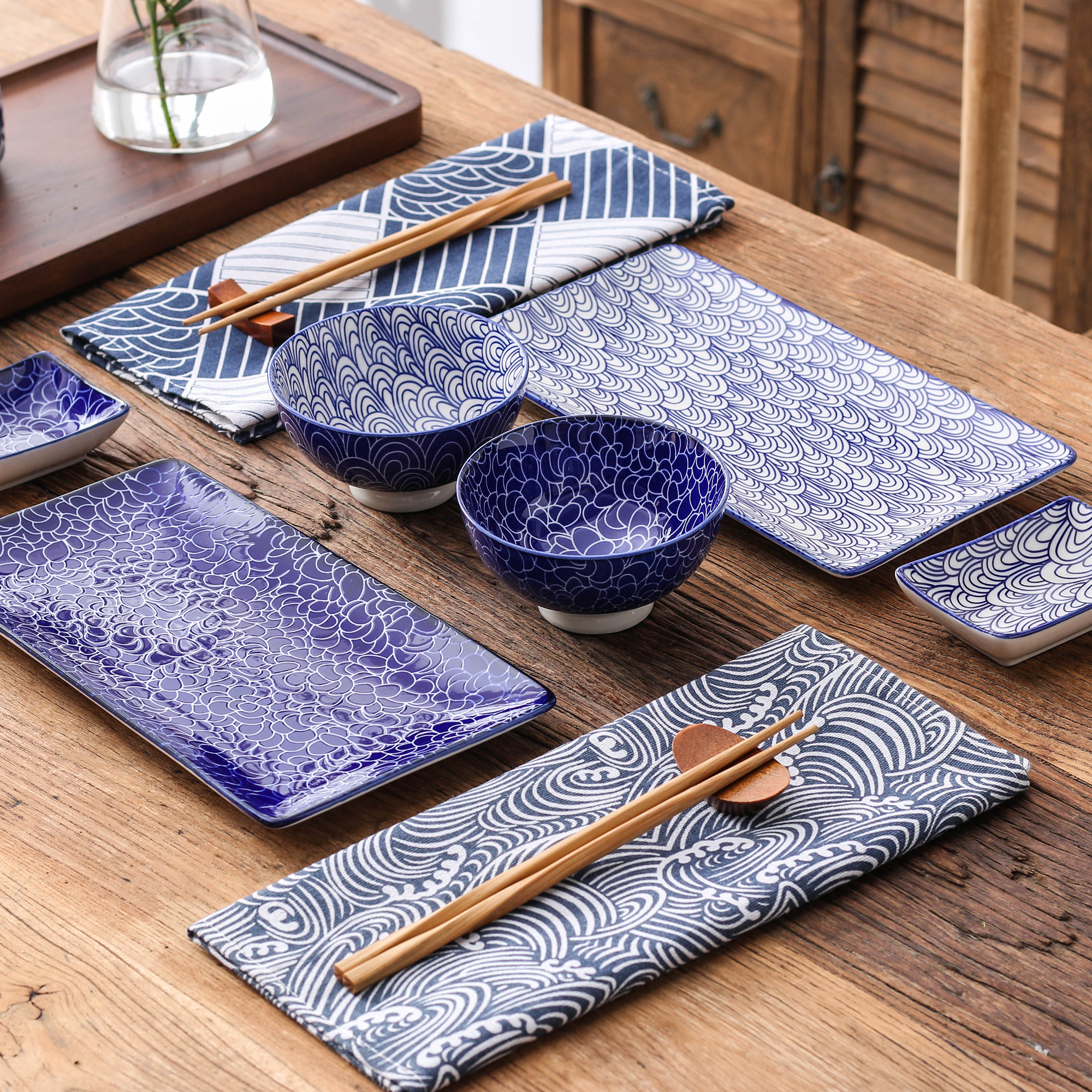 Vancasso service à dîner bleu japonais Sushi | En porcelaine, Nippon japonais avec 2 * assiettes à Sushi, bols, plats à tremper, baguettes en bambou, boîte-cadeau