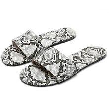 Женские нескользящие тапочки на плоской подошве; Повседневная пляжная обувь со змеиным узором; большие размеры