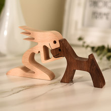 Escultura em madeira ornamento estatuetas de cão de madeira decoração para casa ajoelhado homem estátua mulher em miniatura artesanato mesa escritório