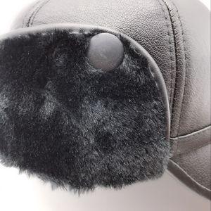 Image 4 - Искусственная кожа бейсбольная кепка зима плюс бархат утолщение Lei Feng шапка среднего возраста мужская теплая наушники шапки для Пап