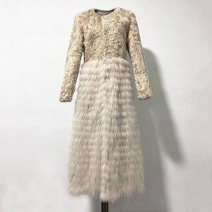 Rf2052 2019 Новое поступление 120 см уличное пальто с натуральным мехом супер модное пальто из меха ягненка с мехом енота женское тонкое длинное м...