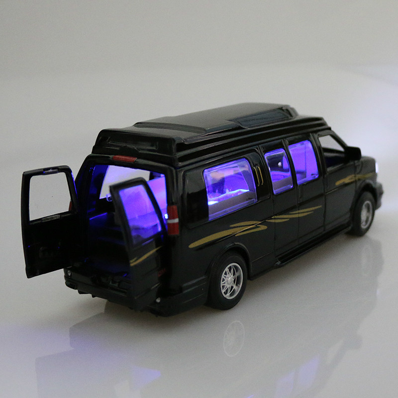 High quality simulation alloy pull back car General Business metal model cars toy 1:32 GMCCRV MPV Diecast sound light