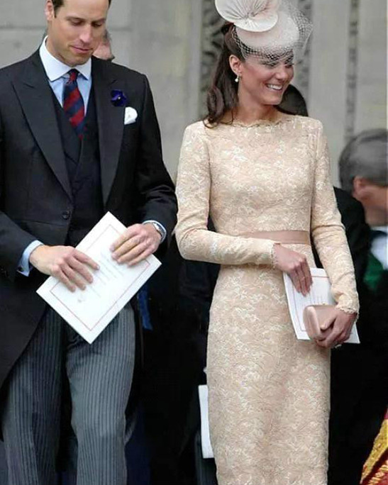 Kate Middleton Long Sleeves Cocktail Dresses 2020 Champagne Knee Length Celebrity Holiday Wear Formal Party Prom Gowns Plus Size