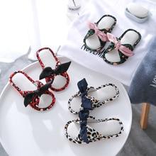 Модные тапочки для девочек; милые домашние тапочки с леопардовым принтом и бантом для девочек; домашняя обувь для мамы и семьи; обувь для спальни высокого качества