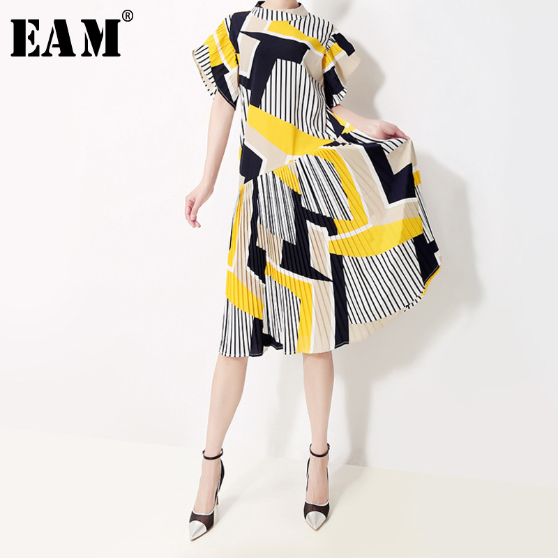 [EAM] Women Yellow Striped Pleated Dress New Stand Collar Short Flare Sleeve Loose Fit Fashion Tide Spring Summer 2020 1T566