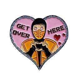 Эмалированная булавка в виде сердца ниндзя Mortal Kombat Scorpion брошка на лацканы металлический значок аксессуары для ювелирных изделий