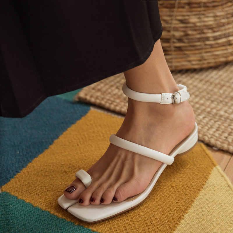 แฟชั่นสแควร์ Toe สแควร์ส้นโรมรองเท้าแตะสำหรับสตรีหนังแท้สีขาวหัวเข็มขัดฤดูร้อนรองเท้าผู้หญิง