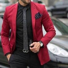 Мужской свадебный костюм красного цвета черные брюки смокинги