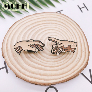 Cartoon Fun Gesture Holding Hands Fun Enamel Brooch Pin Custom Alloy Badge Clothes Bags Accessories Jewelry Gifts For Couples