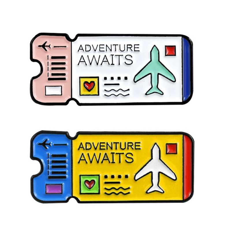Adventure Awaits Journal ท่องเที่ยว Enamel Pins Explorer ตั๋วเข็มกลัดภูเขาสำรวจธรรมชาติ Badge สำหรับเด็กเพื่อนเข็มกลัดเครื่องประดับ
