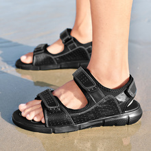 קיץ אמיתי עור שטוח גברים סנדלי חוף חיצוני קלאסיקות מקרית ספורט פתוח נעלי Sandalias Hombre נועלת סנדלים נוח