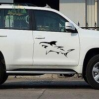 Earlfamily 2x ferozes famintos grandes tubarões brancos olhando presa lamentável engraçado etiqueta do carro suv porta capa do carro decalque de vinil 9 cores