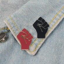 Эмалированная булавка с приподнятым кулаком солидарности красная