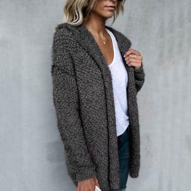 женское вязаное пушистое пальто с длинным рукавом кардиган свитер фотография