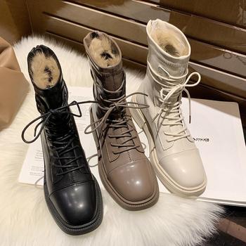 Zimowe buty skórzane damskie botki czarne beżowe płaskie botki ciepłe futro Sqaure Toe miękkie skórzane botki kobieta Chelsea Boots tanie i dobre opinie KINGBOOK CN (pochodzenie) ANKLE Szycia Stałe 2502 Mieszkanie z Podstawowe Krótki pluszowe Plac toe Zima RUBBER Niska (1 cm-3 cm)