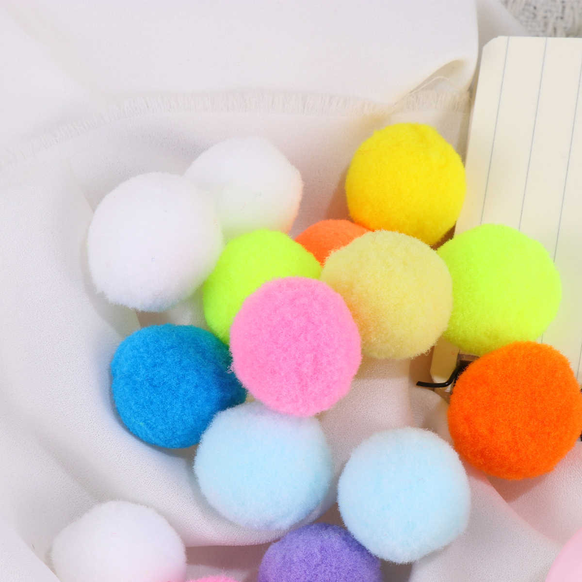100 Pcs 2.5 Cm Multicolor Pompoms Tinggi Elastis Rambut Kecil Bola Buatan Tangan DIY Plush Balls Pakaian DIY Seni Kerajinan Aksesoris