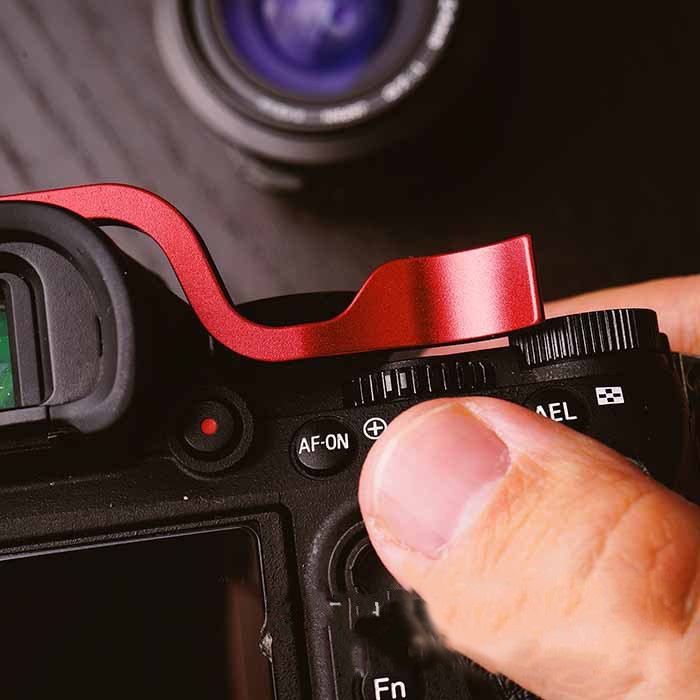 Red Camera Thumb Grip Portable Aluminum Alloy Hot Shoe Thumb Grip Handle Finger Handle Holder for Sony A7M2 M3 A7R2 R3 A9 Series Mirrorless Camera