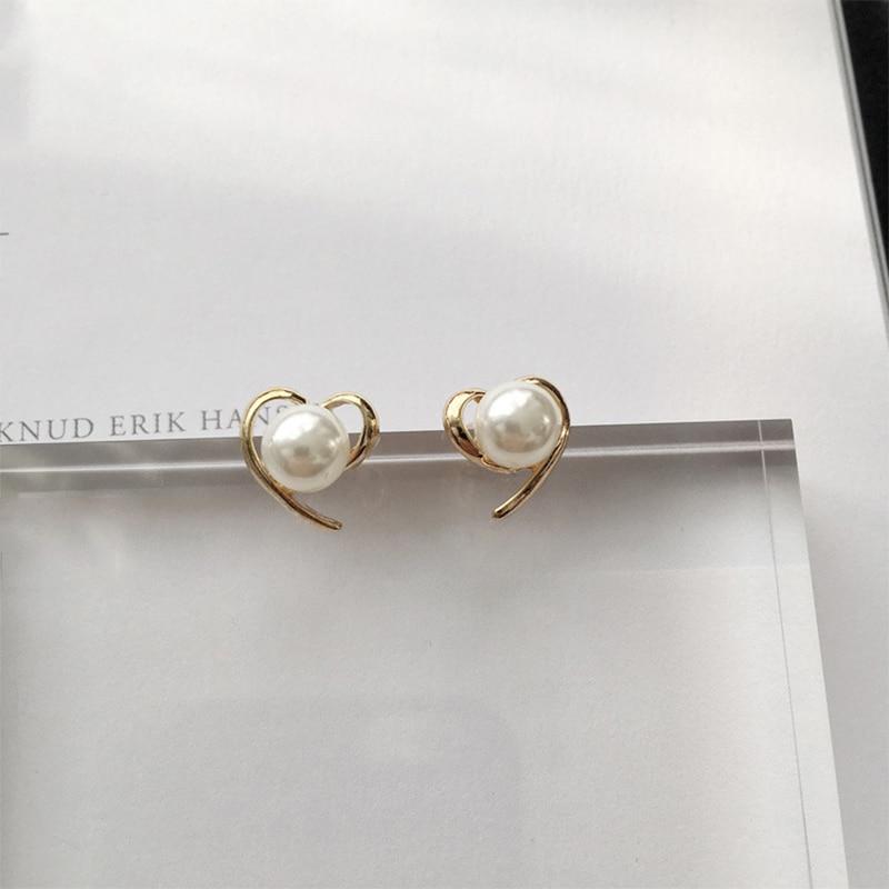 1Pair Korean style heart shape pearl stud earrings Trendy elegant women girls Ear Accessories Jewelry Personality Fashion Gift in Stud Earrings from Jewelry Accessories