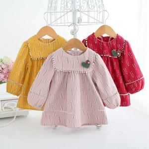 Image 5 - Baby Mädchen Kleidung Säuglings mädchen kleid Frühling Laterne Hülse Böhmen Stil Floral Print Baby mädchen kleid mit Spielzeug 3 Farbe