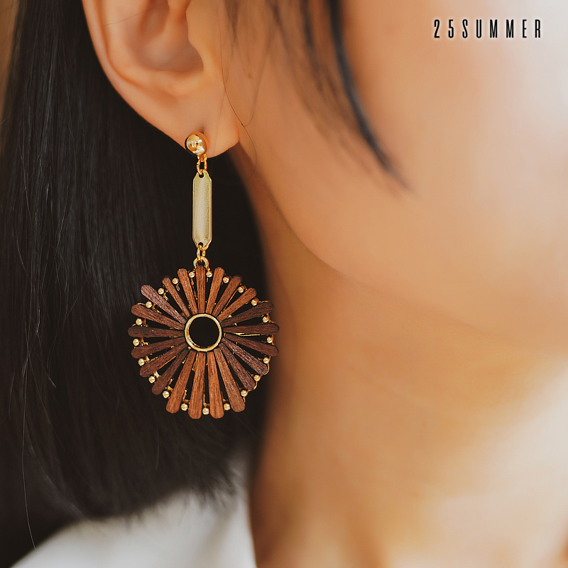 HUANZHI Exaggeration Wooden Geometric Design Personality Alloy Chic Resin Vintage Long Drop Earrings For Women Jewelry Gifts