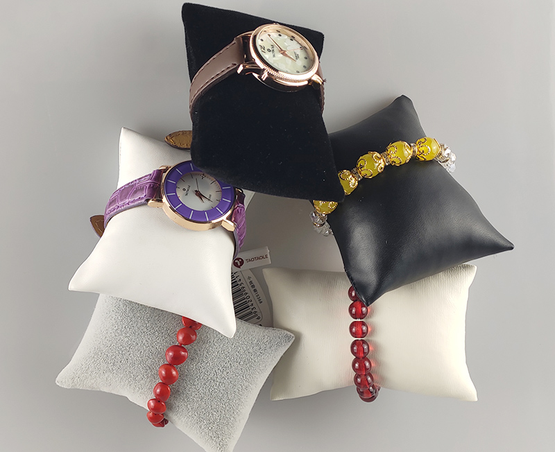 Customized Bracelet Display Pillow Bracelet Holder Jewelry Organizer Watch Display Stand With Leatherette Or Velvet
