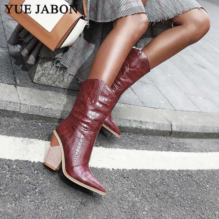 Фирменный дизайн; коллекция 2019 года; женские ботинки до середины икры; обувь на танкетке с острым носком; ботинки осень-зима; короткие женские ковбойские ботинки для женщин