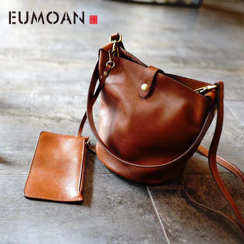 EUMOAN The first layer of leather retro simple large capacity bucket bag female new leather wild single shoulder Messenger bag