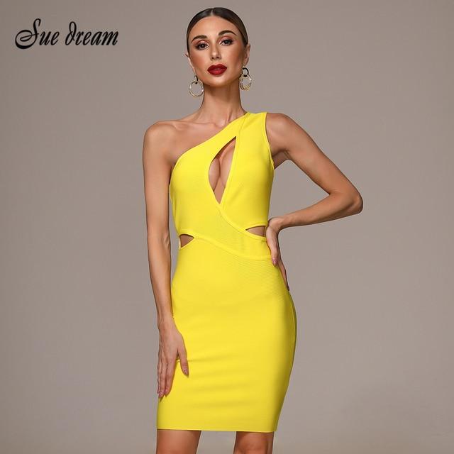 فستان بكتف واحد مثير عالي الجودة أصفر مخرم بأشرطة من الحرير الصناعي موضة خريف 2020 فستان حفلات الكريسماس