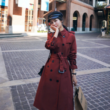 Zupełnie nowy styl angielski elegancki dwurzędowy szczupły kobiet trencz czerwony długi z paskiem pani wiatrówka kobiet płaszcz prochowiec tanie tanio Csun Yuk CN (pochodzenie) Wiosna jesień Pełna WOMEN Twill Elegancka moda Anglia styl COTTON Poliester Wykop Przycisk Kieszenie