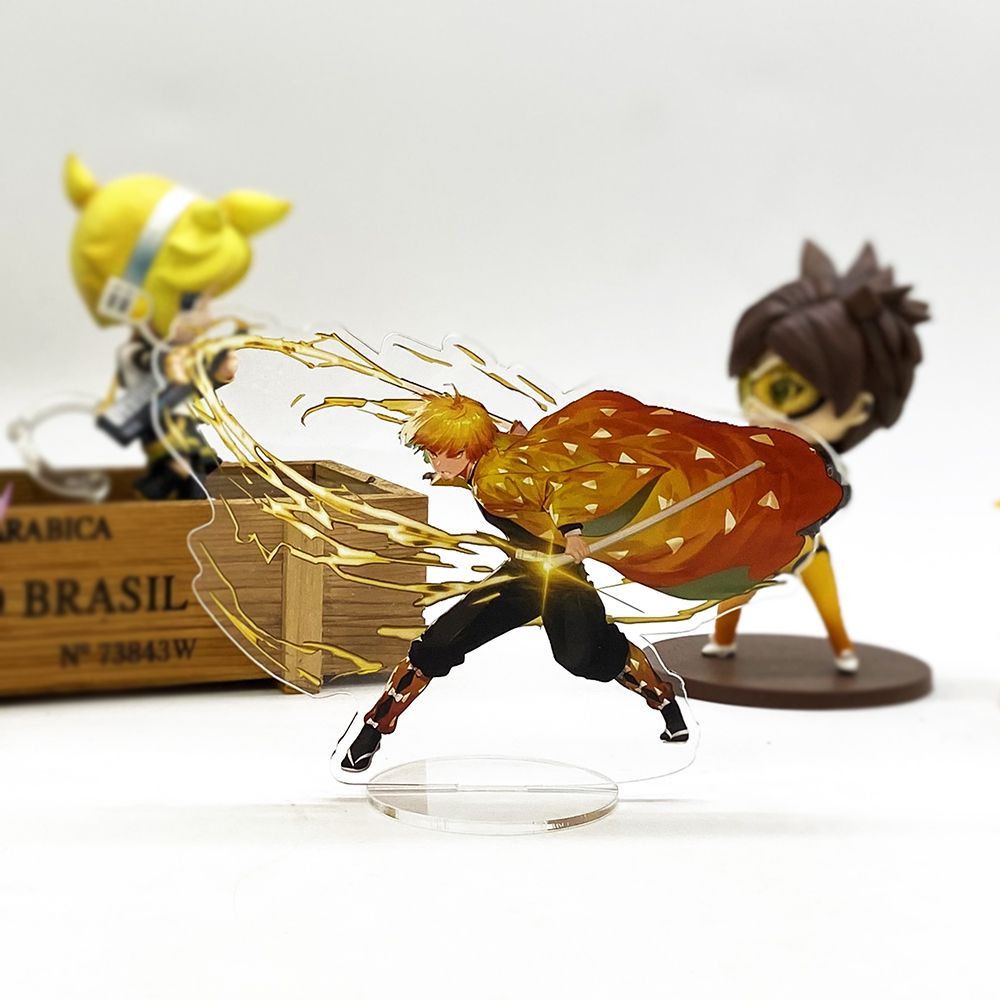 Demon Slayer Kimetsu no Yaiba Zenitsu battling_1