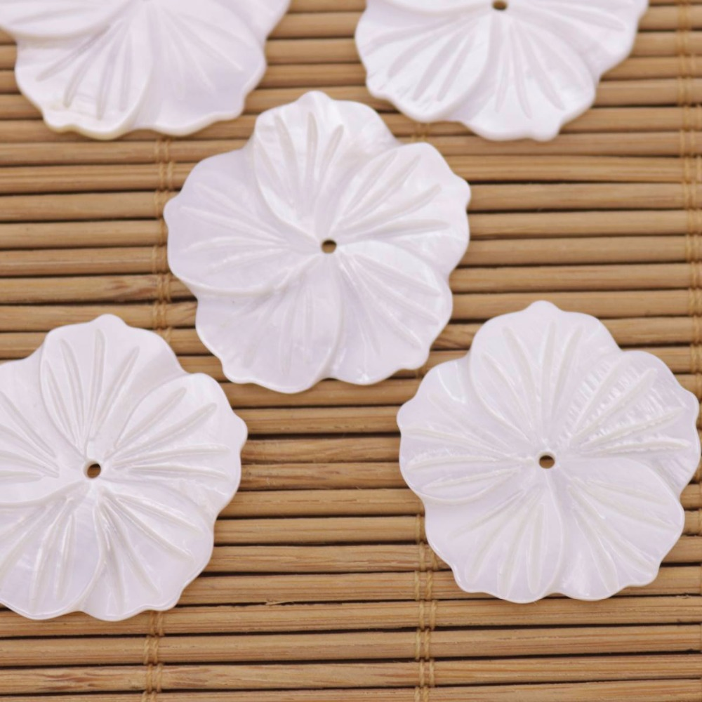 Купить с кэшбэком 5 PCS 27mm Shell Full Hole Flower Natural White Mother of Pearl Jewelry Making